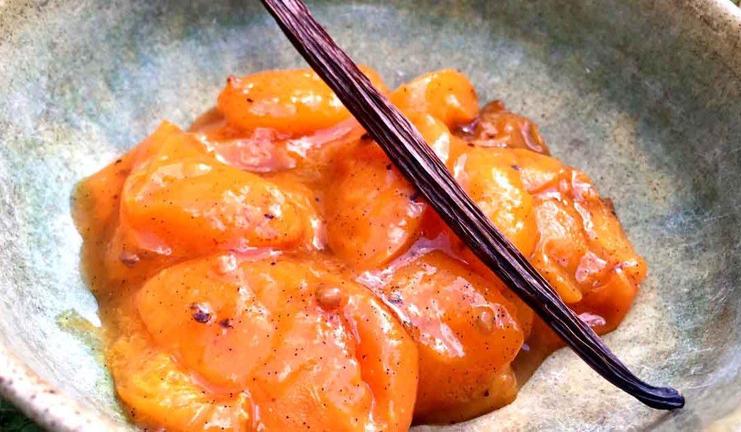 Compote d'abricots à la cardamome et à la vanille