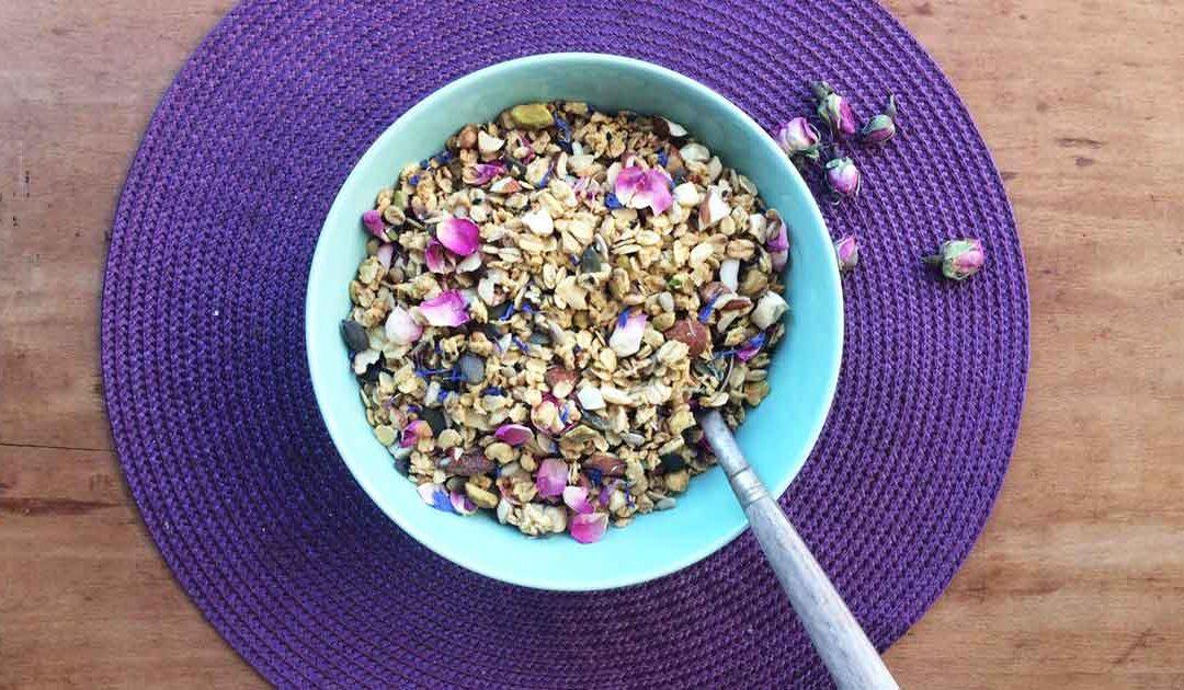 Granola de fleurs séchées et beurre de cacao